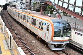 東京メトロ10000系8両編成